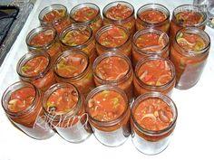 Fotorecept: Fazuľové lečo Ingrediencie cibuľa - 1 kg paprika - 1 kg paradajky… Slovak Recipes, Mini Cheesecakes, Preserves, Pesto, Pickles, A Table, Jelly, Herbalism, Mason Jars