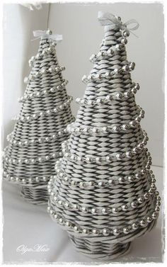 weihnachtsbaum aus zeitung weihnachtsbaum basteln. Black Bedroom Furniture Sets. Home Design Ideas
