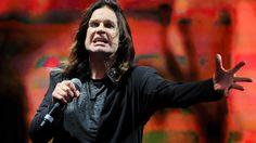 """Ozzy Osbourne of Black Sabbath -Black Sabbath bestreiten derzeit ihre """"The End""""-Tour, die im Februar 2017 in Birmingham ihr Ende finden soll. Wenn es nach Sänger Ozzy Osbourne ginge, müsste aber noch längst nicht Schluss mit der Band sein.  """"Ich will nicht in den Ruhestand, Black Sabbath will das"""", so der Musiker laut """"Billboard"""". """"Ich werde mit meinem eigenen Musikding weitermachen. Solo als Ozzy Osbourne weiterzumachen ist kein Job. Es ist eine Leidenschaft. Eine Liebe. Es ist die größte…"""