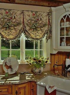Really Stylish Kitchen Bebe Love The Window Treatment Coveringswindow Valencesfrench Country