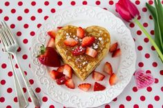 Valentine day surprise for him Heart shaped pancakes Oatmeal Protein Pancakes, High Protein Breakfast, Breakfast Cake, Make Your Own Pasta, How To Cook Pasta, Heart Shaped Pancakes, Haribo Sweets, Sweet Trees, Breakfast Options