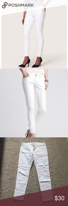 new with tags banana republic white skinny jeans Brand new with tags banana republic white skinny jeans with ankle zipper. Inseam is about 28 inches Banana Republic Jeans Skinny