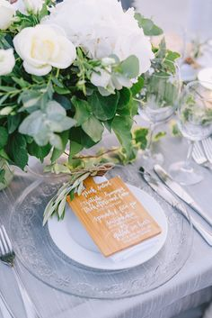 Organic setup for wedding reception Ideas for dinner decoration for your wedding. Wedding table decorations. Neutral colors. Floral Wedding, Wedding Bouquets, Rustic Wedding, Wedding Flowers, Wedding Table Decorations, Wedding Table Settings, Best Wedding Venues, Destination Wedding, Reception Ideas