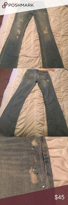 Hollister Co. Jeans Size 3 New! Make me an offer! Hollister Co. Jeans Style: Bettys Cali Flares. Has some sparkly gemstones on left pant leg as shown in picture. Size 3. Brand new! Never worn! Smoke free home! Make me an offer! Hollister Jeans Flare & Wide Leg
