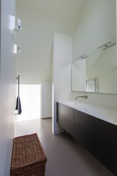 Moderne Badezimmer von ScanaBouw BV
