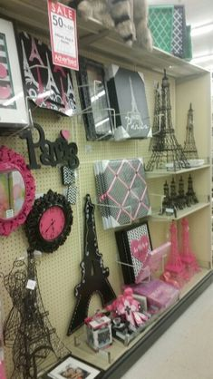 París at HOBBY LOBBY
