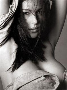 Monica Belucci, la plus belle femme du monde en noir et blanc, et tellement sexy