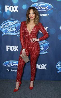 El look de Jennifer López en la final de American Idol, Fashion World Vip, http://go.shr.lc/1YgXa66 un escote que dió mucho que hablar #moda