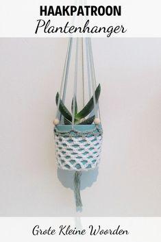 Haakinformatie   Haakpatroon Plantenhanger • Haakinformatie Crochet Basket Pattern, Crochet Patterns, Crochet Plant Hanger, Free Crochet, Free Pattern, Diy Crafts, Knitting, Plants, Blog