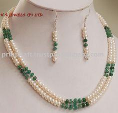 Hecho a mano natural de la perla & piedra preciosa esmeralda con collar de plata
