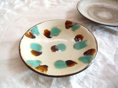 "Pastel dot ""yachimun"" pottery dish hand-crafted in Okinawa."