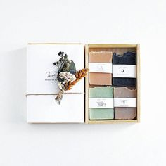 Soap packaging Source by morethanthings The post Soap packaging appeared first on Seifen Welt. Pretty Packaging, Packaging Design, Wrapping Ideas, Gift Wrapping, Wrapping Papers, Soap Packing, Essential Oils Soap, Handmade Soaps, Handmade Soap Packaging