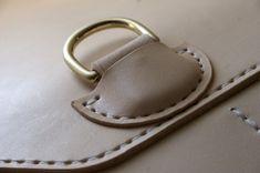 Corter leather detail / sono i dettagli che fanno la differenza. Proteggi le cose che ami con i prodotti Liv.On