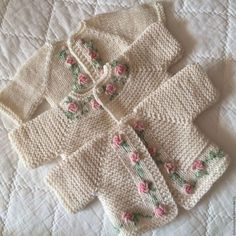 Knitting Pattern for Garter Stitch Baby JacketBaby cardigan knit in garter stitch with options for knit edging or crochet edging. Knitting For Kids, Baby Knitting Patterns, Baby Patterns, Hand Knitting, Knitted Baby Clothes, Crochet Clothes, Crochet Baby Cardigan, Knit Crochet, Pull Bebe