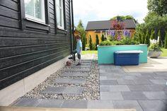 Terrasseheller gråmix i fin harmoni med dekorstein.