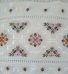 Discover thousands of images about Juçara Medeiros Swedish Embroidery, Hardanger Embroidery, Types Of Embroidery, Machine Embroidery Patterns, Cross Stitch Embroidery, Hand Embroidery, Embroidery Designs, Cross Stitch Heart, Cross Stitch Borders