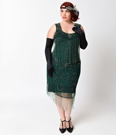 Show a little leg in this Claudette flapper! A striking sheer green beaded flapper dress that can only be found at Unique Vintage, complete in an intricate, green and silver beaded deco and fringe design. Boasting a modest sweetheart neckline and pull on Plus Size Flapper Dress, Flapper Style Dresses, Beaded Flapper Dress, 1920s Dress, Gatsby Dress, Vestidos Flapper, Vestidos Vintage, Vintage Dresses, Vintage Outfits