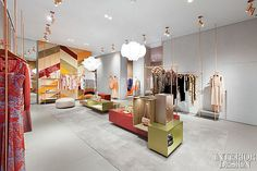Interior Design Magazine: Custom colored display tables line the center of the new Missoni Milan Flagship designed by Patricia Urquiola. Interior Design Magazine, Boutique Design, Commercial Design, Commercial Interiors, Visual Merchandising, Boutiques, Design Comercial, Retail Fixtures, Restaurants