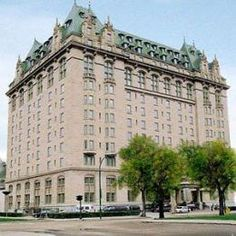 The Fort Garry Hotel is a historic hotel in Downtown Winnipeg, Manitoba. Built in 1913 by the Grand Trunk Pacific Railway. - Our wedding reception Haunted Hotel, Haunted Places, Haunted Castles, Places Ive Been, Places To Go, O Canada, Canada Travel, Western Canada, Hotel Motel