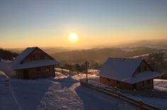 Domek położony u podnóża gór stołowych, ok 100m od Parku Narodowego, jest położony w miejscu z którego jest bardzo blisko do pięknych punktów widokowych t.j. (Głowa Króla