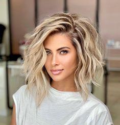 Blonde Wavy Hair, Blonde Hair With Highlights, Short Blond Hair, Shades Of Blonde Hair, Blonde Hair Over 50, Curl Short Hair, Fixing Short Hair, Pretty Blonde Hair, Silver Blonde Hair