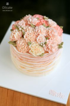 Looking for cake images for inspiration? Check out this collection of creative cakes design images for anniversaries, baby shower, graduation, birthdays, & other occasions. Flores Buttercream, Buttercream Flower Cake, Gorgeous Cakes, Pretty Cakes, Amazing Cakes, Bolo Floral, Floral Cake, Pastel Floral, Dessert Decoration
