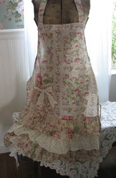 sweet old fashioned apron ♥