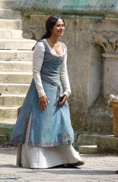 Colin Morgan & Merlin Fan site U. Medieval Costume, Medieval Dress, Medieval Peasant, Movie Costumes, Cosplay Costumes, Merlin Gwen, Merlin Cast, Moda Medieval, Medieval Fair
