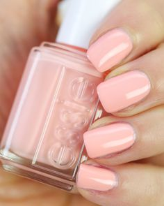 essie-excuse-me -sur Nail That Accent # Peach Nail Polish, Peach Nails, Coral Pink Nails, Peach Colored Nails, Essie Nail Polish Colors, Gel Polish, Spring Nail Colors, Spring Nails, Fall Nails