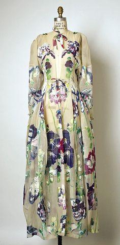 Silk tea gown 1937 Cristobal BALENCIAGA (Spanish, Guetaria, San Sebastian Javea) Maker: Henri Bendel (American, founded Culture: French. 1930s Fashion, Moda Fashion, Fashion Week, High Fashion, Vintage Fashion, Womens Fashion, Classic Fashion, Fashion Models, Balenciaga