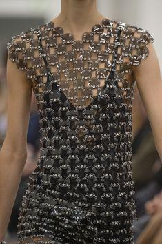 Paco Rabanne at Paris Fashion Week Fall 2018 - Details Runway Photos 3d Fashion, Fashion Week, Unique Fashion, Fashion Details, Couture Fashion, High Fashion, Fashion Outfits, Womens Fashion, Fashion Design