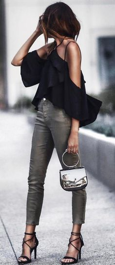 cool outfit: black top + skinnies + heels
