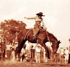 Cowgirl Photo, Cowboy Girl, Vintage Cowgirl, Cowboy And Cowgirl, Cowgirl Pictures, Rodeo Rider, Rodeo Queen, Old West, Native American Indians
