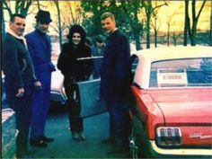 Elvis gave as a gift that red 1968 mustang to Priscilla's brother in february 17 1968.