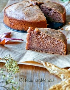 An Ardèche cake with chestnut cream of incredible softness and not too sweet, I made sure of it! Do not hesitate, a good seasonal snack Fall Recipes, Vegan Recipes, Easy Desserts, Dessert Recipes, Different Cakes, Holiday Cakes, Food Cakes, Homemade Cakes, International Recipes