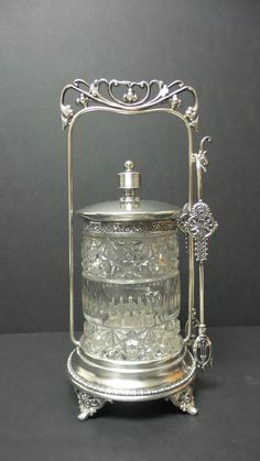 BEAUTIFUL VICTORIAN PRESSED GLASS PICKLE CASTOR MANHATTAN SILVER PLATE CO. STAND