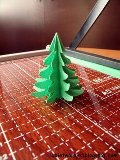Choinka origami  #lubietworzyc #DIY #handmade #howto  #instruction #instrukcja #jakzrobic #krokpokroku #choinka #christmastree #swieta #bozenarodzenie #christmas #papierowachoinka #paperchristmastree #origami #origamichristmastree #choinkaorigami