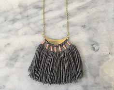 No. 6 // Fiber Necklace // Tassel Necklace によく似た商品を Etsy で探す