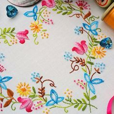 Great idea for a pattern that can be used on table cloths, pillow cases, throws…