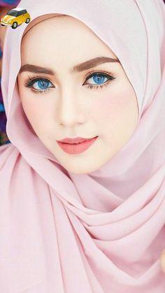 Photography: Modern Muslim woman in Hijab with beautiful eyes and eyelashes Beautiful Hijab Girl, Beautiful Muslim Women, Beautiful Girl Photo, Beautiful Girl Indian, Gorgeous Eyes, Hijabi Girl, Girl Hijab, Hijab Dp, Beauty Full Girl