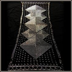 Beautiful vintage assiut shawl in the art deco style with bilaterally symmetrical diamond design with dot and pyramid hem design. Lovely!