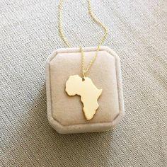 18kt oro Africano collar de gran tamaño ORO PLATEADO image 0 State Necklace, Map Necklace, Wood Necklace, Dog Tag Necklace, Pendant Necklace, The Purple, Unique Necklaces, Silver Necklaces, Africa Necklace
