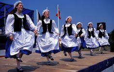 the acadian dancers Acadie, Social Studies Resources, Canadian History, Iphone Background Wallpaper, Canada Travel, Nova Scotia, Family History, Louisiana, Grade 2