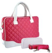 Chic and classic diamond quilted pattern in pink bordered by white accent color. This stylish and practical 14.1 inch laptop shoulder bag keeps your computer safely by your side throughout the day.