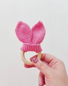 Bunny ears teething ring  Pattern by @trolleungen. Thanks Nûno!  #crochet #virka #virkat #crochê #croche #hakeln #hækle #hækling #häkeln #örgü #ganchillo #crochetaddict #crochetlove #teethingring #woodentoys #babytoy #babiesofig #babyteeth by mpleximommy