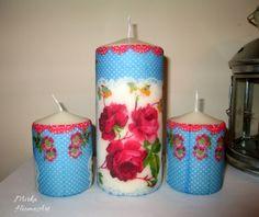 Sada troch sviečok zdobená dekupážou s motívom retro ružičiek. Použité špeciálne lepidlo na sviečky, ktoré je nehorľavé a pri horení bez zápachu.  http://www.sashe.sk/HomeArt/detail/retro-sada-sviecok