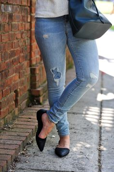 Old Navy classic skinny jeans via @mystylevita [My Style Vita] @oldnavy jeans, flats and bucket bag #fashion #outfit