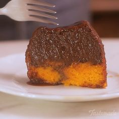 Recipe with video instructions: How to make Brigadeirao Carrot Cake Ingredients: 1 cup sugar, 3 carrots (peeled and chopped), 3 eggs, ¾ cup vegetable oil (180ml), 2 cups flour (230g), 1 ½ cup sugar (240g), 15g baking powder, 395g (1 can) sweetened condensed milk, 200g cream, 1 cup of chocolate powder, 1 tablespoon melted butter, 2 eggs, 1 egg yolk