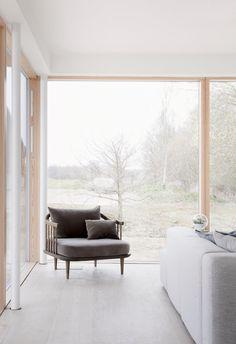 Reydon Grove Farm von Norm Architects in Suffolk, Vereinigtes Königreich Minimal Architecture, Interior Architecture, Amazing Architecture, Living Furniture, Furniture Design, Grove Farm, Muebles Living, Minimal Home, Home Pictures