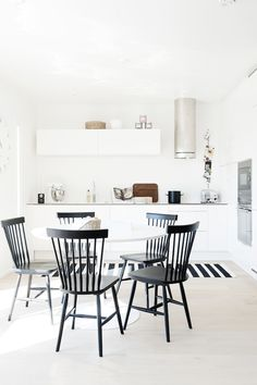 59 Inspiring Scandinavian Dining Room Design for Small Space - About-Ruth Dining Room Design Small, Home Kitchens, Dining Room Design, French Country Decorating Kitchen, Kitchen Design, Scandinavian Dining Room, Kitchen Inspirations, Country Kitchen Decor, Scandinavian Kitchen Design